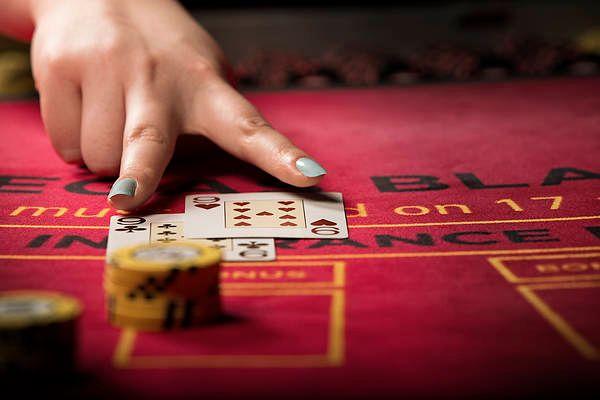 Blackjack does dealer hit soft 17